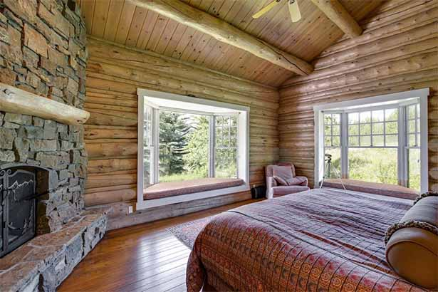 деревянный дом внутри. спальня