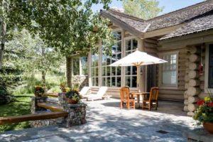 деревянный дом снаружи и внутри