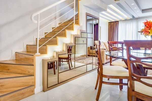как использовать помещение под лестницей в частном доме
