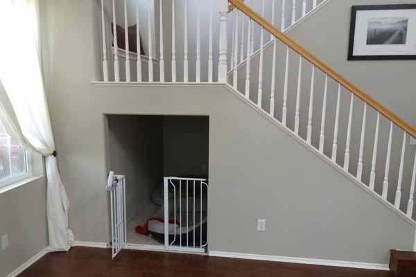 кто живет под лестницей. вольер для собаки