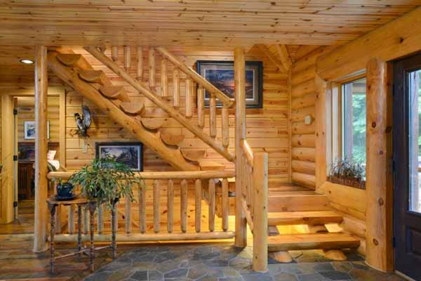 что сделать под лестницей в деревянном доме
