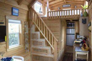 что можно сделать под лестницей на даче