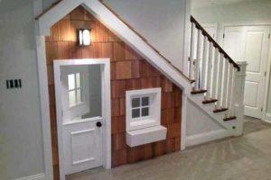 игровая комната для детей под лестницей