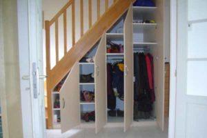 шкаф под лестницей фото