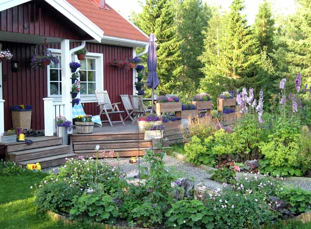 цветник около дома