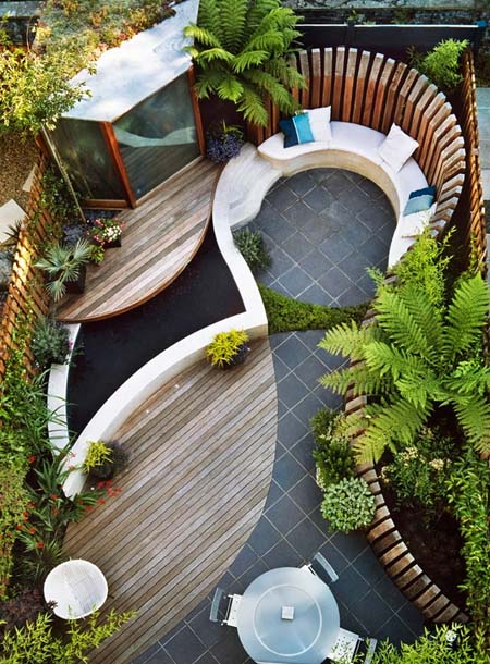 маленький дворик на даче