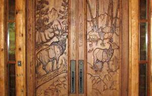 двери в деревянном доме фото
