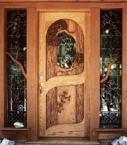 необычные двери в деревянном доме
