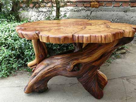 стол для сада из пеньков и коряг