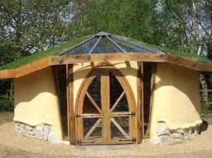 как недорого построить дачный дом из глины