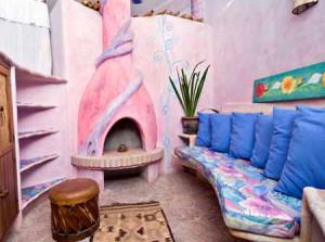 необычный дизайн интерьера дачного дома из глины