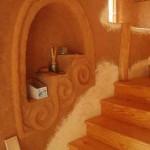 интерьер дачного дома из глины в процессе работы
