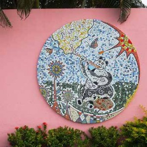 пример мозаики на дачном заборе