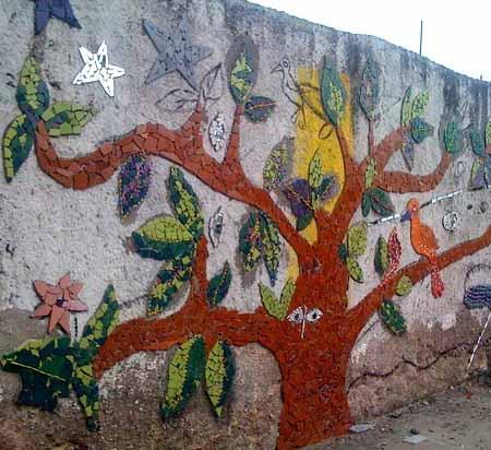 как украсить дачный забор мозаикой