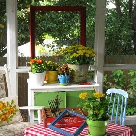 садовая мебель на крыльце