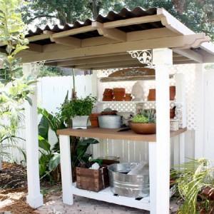 садовая мебель под навесом
