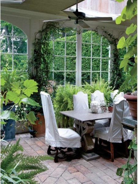 Красивая веранда с зимним садом