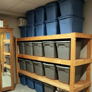 Хранение вещей в сарае для дачи