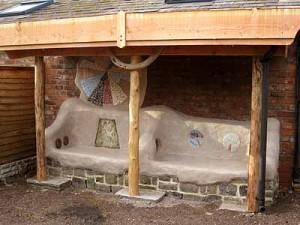дачные постройки оригинальные скамейки с навесом