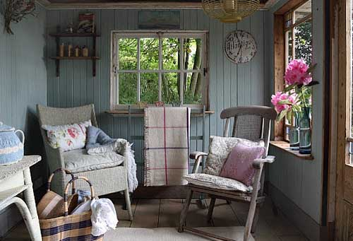 веранда в маленьком дачном домике