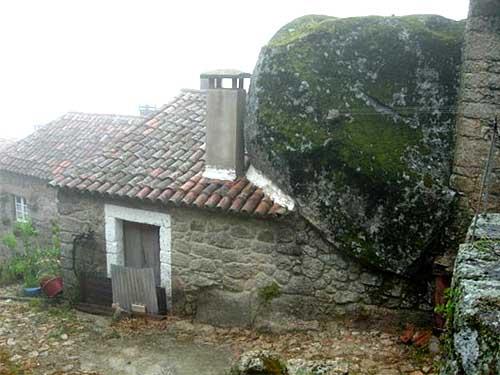 необычный деревенский дом в Португалии фото