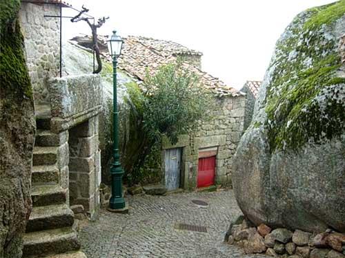 дома в камне Португалия
