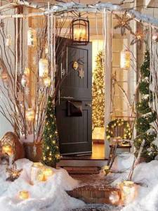Красивое украшение дачного двора к Новому году