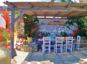 красивая терраса в загородном доме
