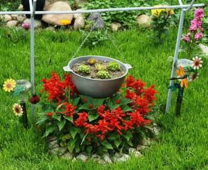 дачный участок с красивым цветником