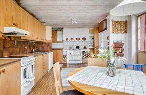 дом с деревянной мансардой