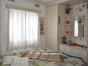 необычный дачный дом спальня