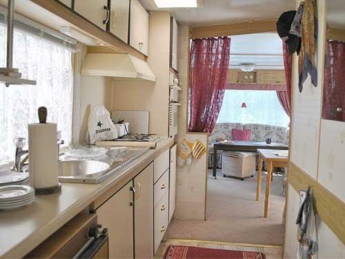 необычный дачный дом кухня
