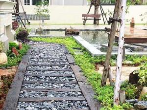 садовые дорожки из дерева и гравия