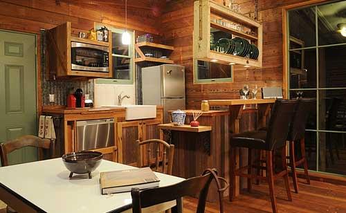 дачный интерьер деревянного дома