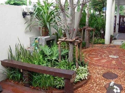 вид на сад со стороны террасы