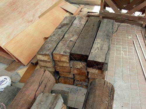 в ландшафтном дизайне можно использовать деревянные бу балки