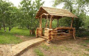 деревянная беседка из бревен