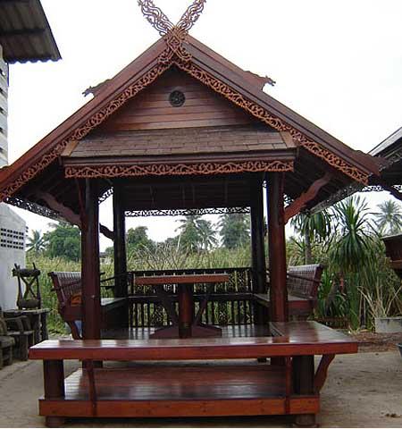 деревянная беседка в восточном стиле