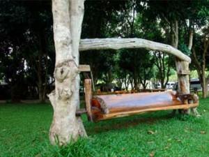 садовые качели из старого дерева