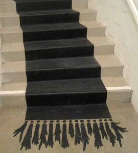 простая роспись лестницы на даче