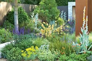 клумбы для сада в стиле кантри