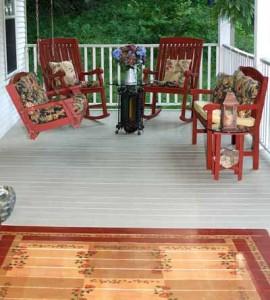 красивый деревянный пол на террасе дачного дома