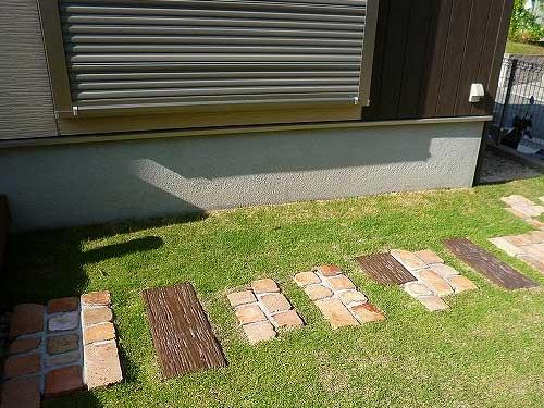 простые и красивые садовые дорожки из старых деревянных шпал и кирпича