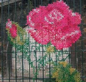 вышивка на заборе