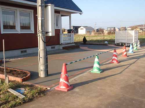 заливка бетоном площадки перед домом на даче