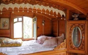 интерьер загородного дома спальня