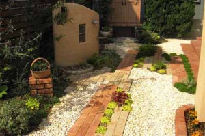 необычный дизайн садовой дорожки