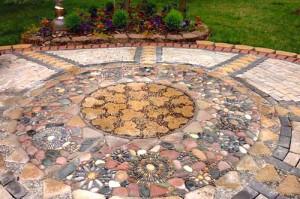 дорожки с мозаикой в саду