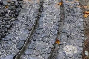 необычные дорожки с мозаикой