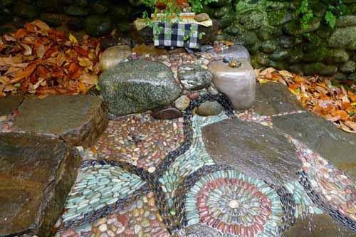 дорожки на даче с элементами мозаики